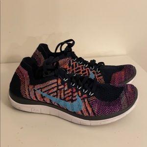 EUC Nike barefoot Sz 6